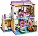 In der WG gibt es folgende Zimmer: - Celines und Ellas Zimmer - Jills und Andreas Zimmer - Küche -Bad - Flur - Wohnzimmer