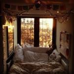 ((bold))((big))3. Dezember ((ebig)) ((ebold)) ((bold))-am nächsten Morgen-((ebold)) ((unli))Emilias Sicht: ((eunli)) Gähnend strampelte ich die Bett