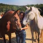 Wie heißt Mias Pferd?