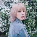 Name: Rose Kim Un Alter: 22 Jahre Größe: 1,64 m Augenfarbe: dunkelbraun Haarfarbe: pastellrosa Land: Korea Hobbys: essen, Cello spielen, schauspiele
