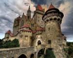 Die Burg in Tramas dient der Königsfamilie als Wohnsitz. ▪Gemächer des Königspaares ▪Gemächer der Königskinder ▪Thronsaal ▪Ballsaal ▪Bi