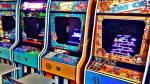 ((bold))-in der Spiele-Arcade- ((ebold)) ((unli))Rubys Sicht: ((eunli)) Als wir die Spiele-Arcade betraten begrüßten mich die vielen bunten Lichter