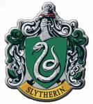 ((green))((bold))((unli))Slytherin ((eunli))((ebold))((egreen)) Dieses Haus wurde von Salazar Slytherin gegründet. Die Schüler sind listig, schlau,
