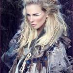 ((bold))Freya Moran((ebold)) Alter: 21 Geschlecht: weiblich Stamm: Wikinger Beruf/Rang: Bettlerin Familie: Ihr Vater soll ein Kelte gewesen sein, der