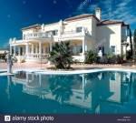 ((bold))Die Villa S.o.n.t C.lá.i.r.e((ebold)) Diese Vill ach wie ich sie liebe......*verträumt* Das ist die Größe Villa im Umkreis, sie steht auf